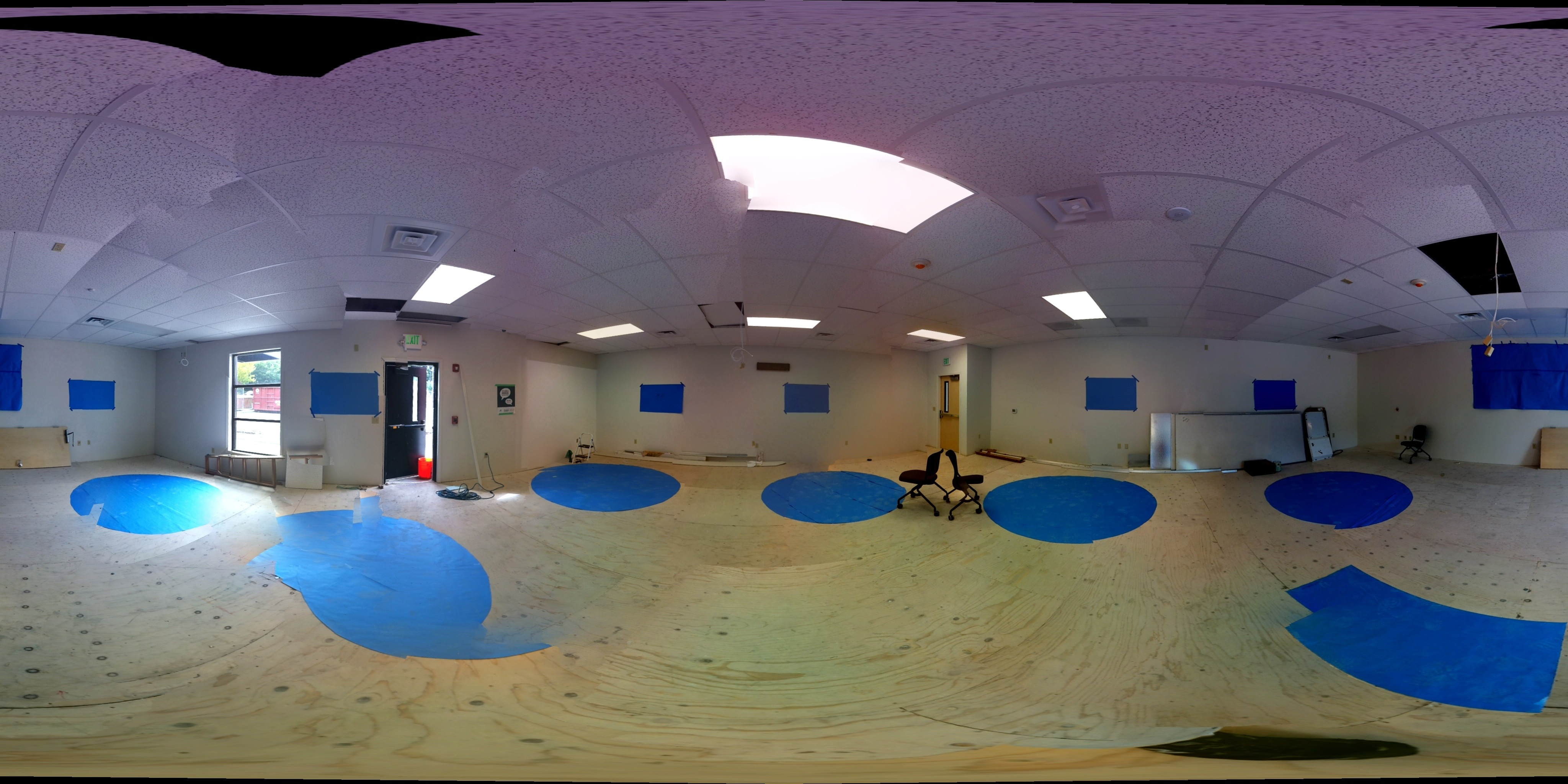 Click on the images to see a 360 panoramic view of the classroom